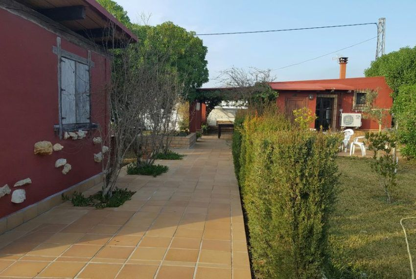 Gran parcela con bonita casa de campo campomar inmobiliaria - Parcela con casa ...