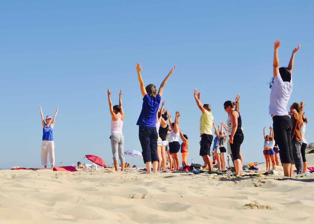 yoga deporte playa la barrosa chiclana