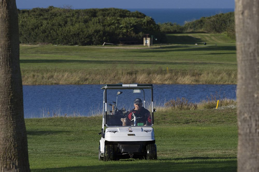 foto carrito de golf en novo sancti petri