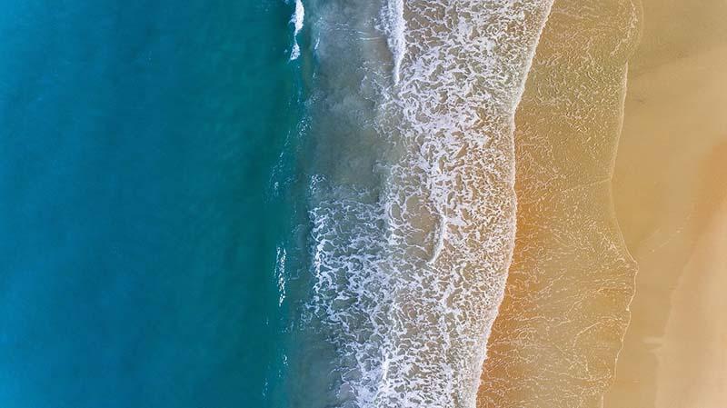 playa en septiembre desde el cielo