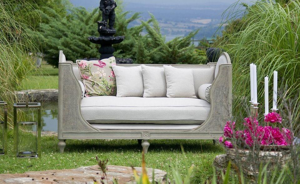 Sofá en el patio de tu chalet