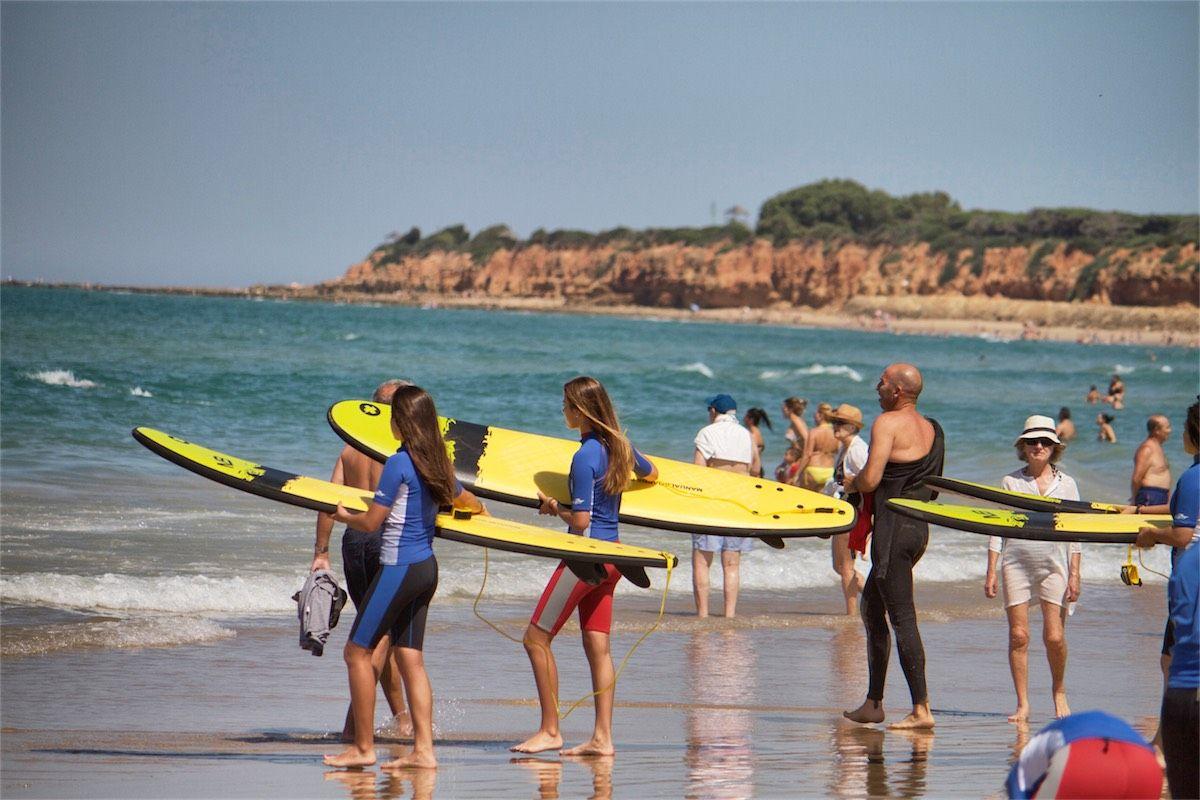 practicar surf en Chiclana
